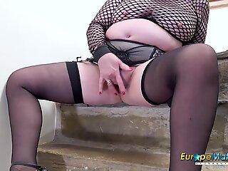 EuropeMaturE British Mature Pornstar Trisha Solo