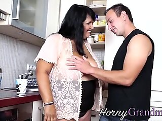 Fat granny mouth spermy