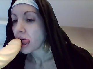 suora succhia-nun licks!