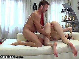 Horny Masseuse Gives A Nuru Special Treatment