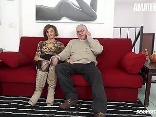 Scambisti Maturi - Old Slut Gets Her Tight Ass Nailed - AmateurEuro