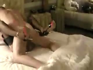 Fottuta sul letto e il marito...guarda!