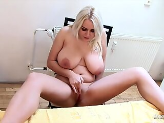 It's Melissa's udders for breakfastReport this video