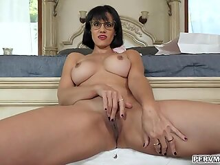MILF babe Penny Barber plays with her milf pussy