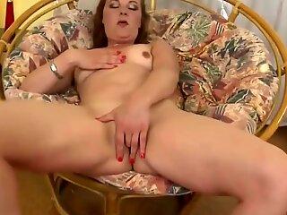 Mature mother Ella feeding her hungry vagina