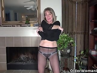 yankee mummy lucky strips off and plays