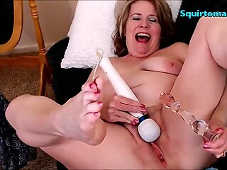 Mature women splattering Self pound