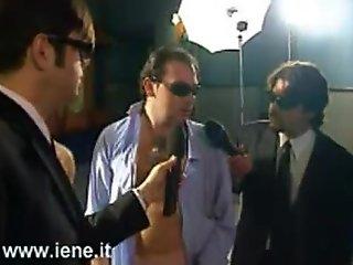Funny - Perch&egrave_ agli italiani non frega niente delle elezioni - Gessica Massaro