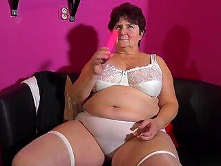 Granny Hanna fucks herself with a pink vibrator