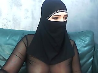 Italian whore blindfolded and tag teamed