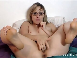 Blonde MILF with Glasses SQUIRTING