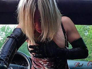 crazy Slut-Orgasma Celeste boinking her car