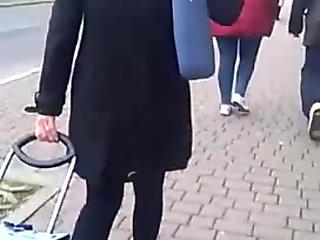 cum sulla borsa e giacca di un italiana