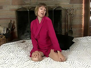UK Mommy toying herself