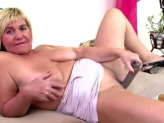 Real granny with saggy mammories and hungry vagina