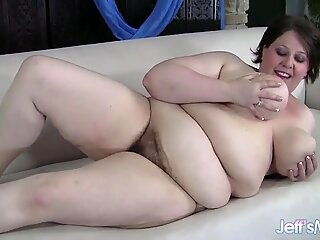 Fresh-faced fatty Khloe Kanyon masterbates until she orgasms