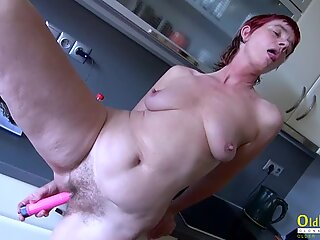 Pissing, threesome, old and lesbians