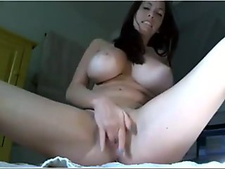 Italian babe masturbates on cam - Nakedpussycams.net