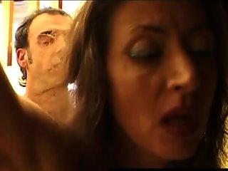 Mogliettina arrapata vuole il cazzo