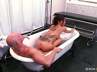 Large-ass Italian Gia Dimarco is screwed in the bathroom
