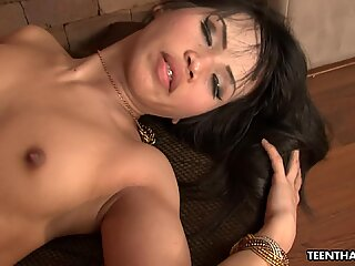 Electric and slim brunette sex bomb Thai babe ride