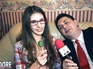 Rosy Moore si spoglia e gioca con un lollipop per Andrea Dipr&egrave_