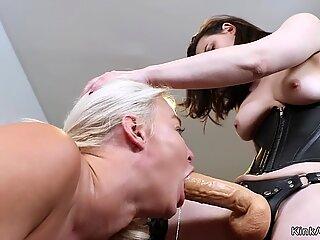 Brunette teel lesbian anal fists stepmom