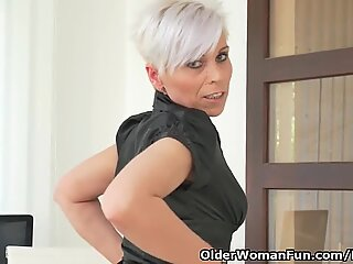 euro cougar Kathy milky gives her pantyhosed pussy a treat