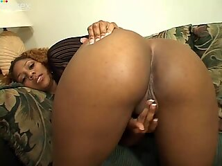 Bootylitious caramel babe Michelle Tucker shows off her plump rump