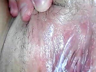 La sua figa piena di crema