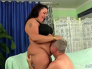 BBW Lacy Bangs Is Worshipped and Fucked