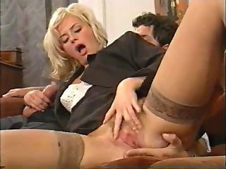sexy italian mother i'd like to fuck enjoys double penetration by 2 studs