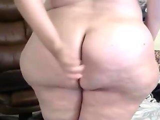 Italian mature phat mom Bella got a huge booty ass