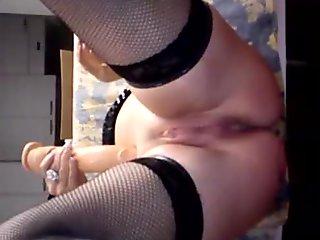 Amatoriale Matura Italiana Orgasmo con mega dildo.wmv