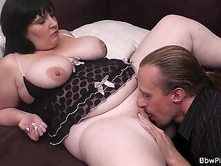 Picked up BBW gets her cunt licked before cock ride