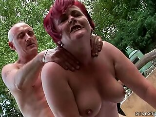 Horny slut wraps her soggy piss flaps round a huge dick