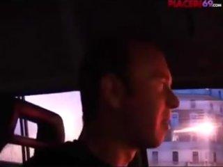 Rimorchiata e scopata nel furgone