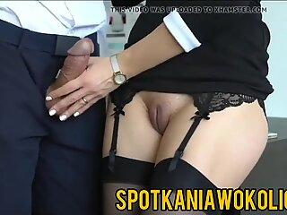 Sexy sekretarka wali konia szefowi w biurze