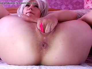 Aunt sticks her Fingers deep in Pussy