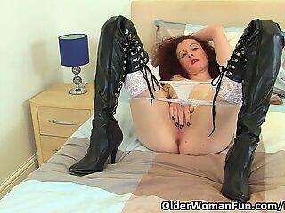 UK milf Scarlet pokes her fanny with a dildo