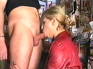 Aspiring Italian pornstar gets her milf snatch slammed
