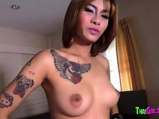 Curvy Thai babe fucked